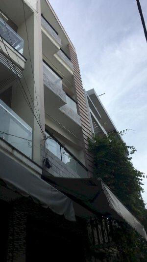 Cho thuê nhà 4x12m 2 lầu + sân thượng giá 15 triệu hẻm Tân Sơn Nhì