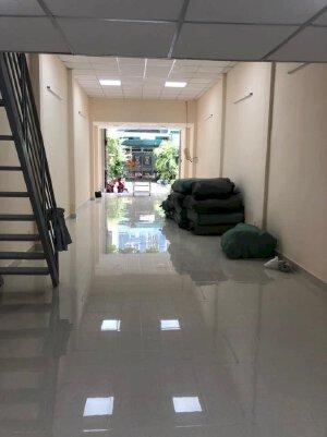 Cho thuê nhà mới 4x18m có gác giá 11 triệu/tháng mặt tiền đường Lê Lâm