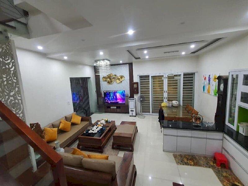 Bán Nhà mặt phố Trương Định vỉa hè rộng giá tốt 60m sđcc 8 tỷ.